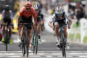 <div>'You're never confident in a sprint against Vos' says Lizzie Deignan after defeating Dutch triple threat at La Course</div>