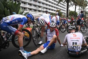Thibaut Pinot crashes in closing kilometres of Tour de France 2020 stage one