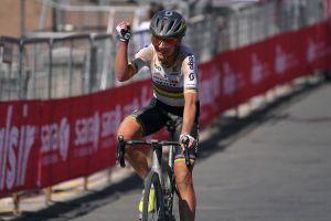 Another solo win sees Annemiek van Vleuten take control at the Giro Rosa