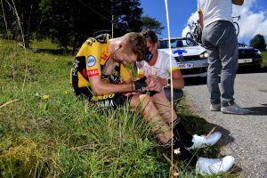 Steven Kruijswijk and Emanuel Buchmann crash out of Critérium du Dauphiné