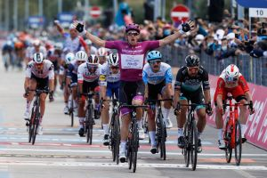 <div>Arnaud Démare unbeatable as he takes fourth victory on stage 11 of the Giro d'Italia 2020</div>