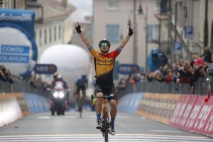 <div>Jan Tratnik takes breakaway victory on Giro d'Italia 2020 stage 16</div>