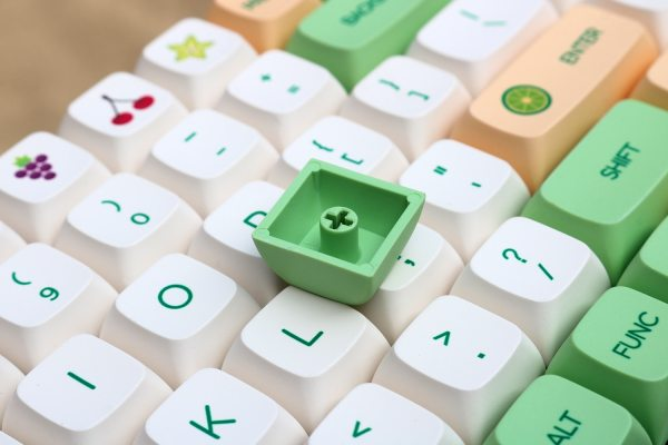 PBT-Fruit-Green-and-White-XDA-Keycaps-set-material
