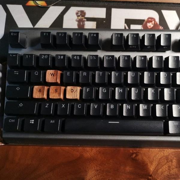 black-walnut-solid-wooden-backlit-keycap_description-11