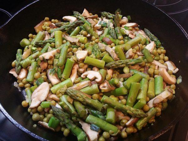 warm asparagus walnut salad