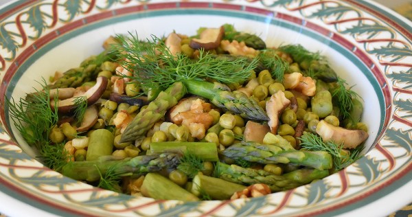 warm asparagus walnut salad