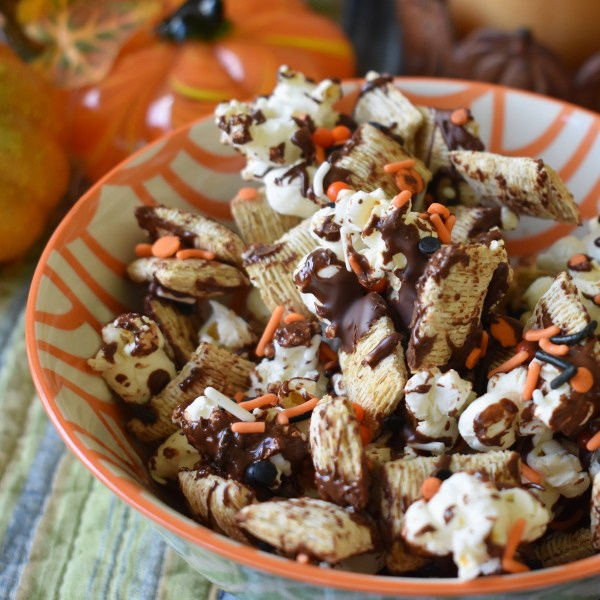 chocolate popcorn halloween mix