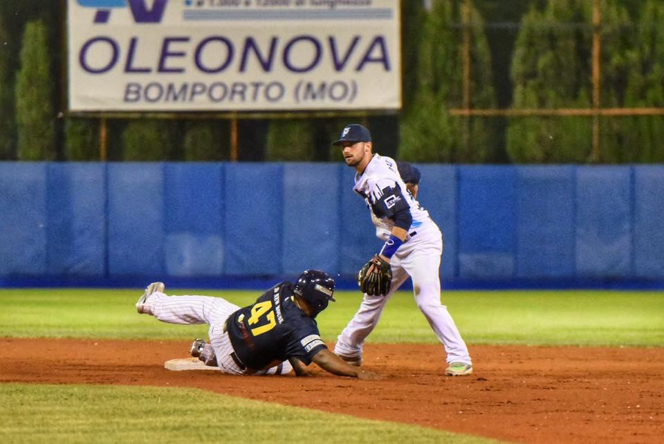 Vaglio di Bologna impegnato in difesa contro Parma (Lorenzo Bellocchio)