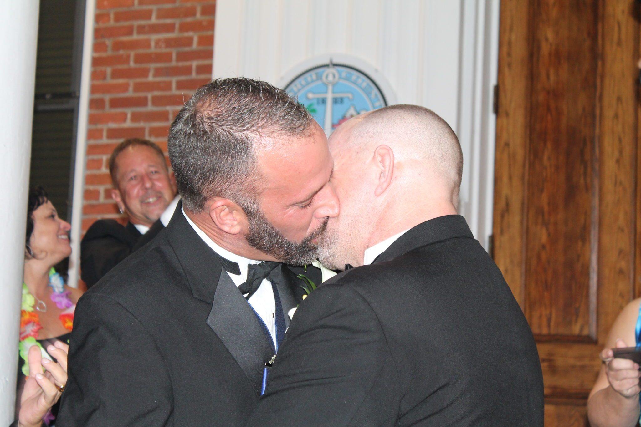 Gay valderrama wilmer