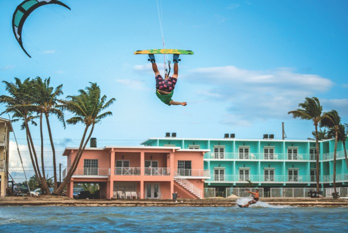 TOP 10 PHOTOS OF THE MIDDLE KEYS - A boat that is floating in the water - 0cc6