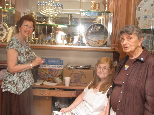 Mae McMahan, Joan Cushman and Annette Ring in the CBZ Gift Shop. CBZ Photos Courtesy of Sidney Wharton