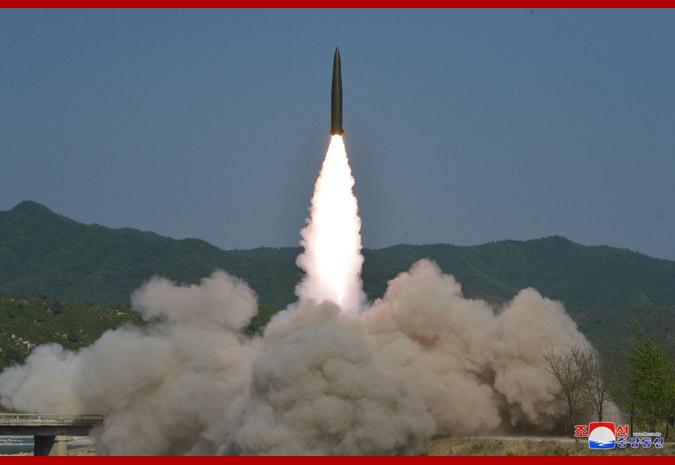 Se realiza tiro de ensayo de lanzacohetes reactivo supergrande.