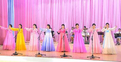 Concierto de poesía y musica realizado por mujeres.