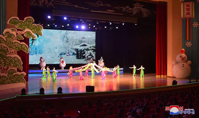 Función de conjunto Wangjaesan por el año nuevo lunar