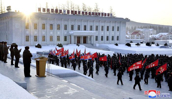 Marcha juvenil hacia la casa natal de KIM JONG IL.