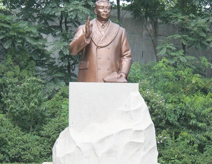 Estatua de Zhou Enlai en la RPDC