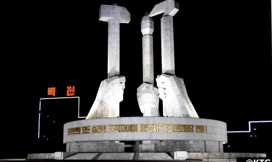 Monumento a la fundación del Partido del Trabajo de Corea.