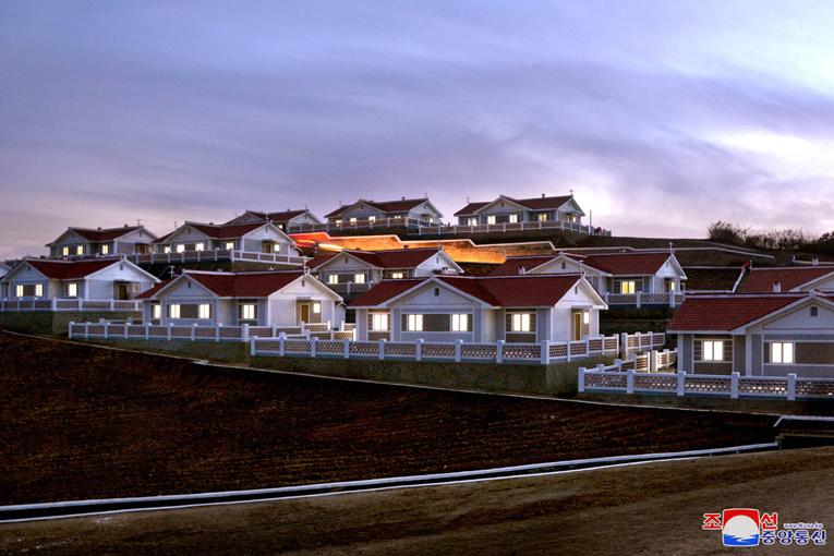 Mudanza a nuevas viviendas reconstruidas.