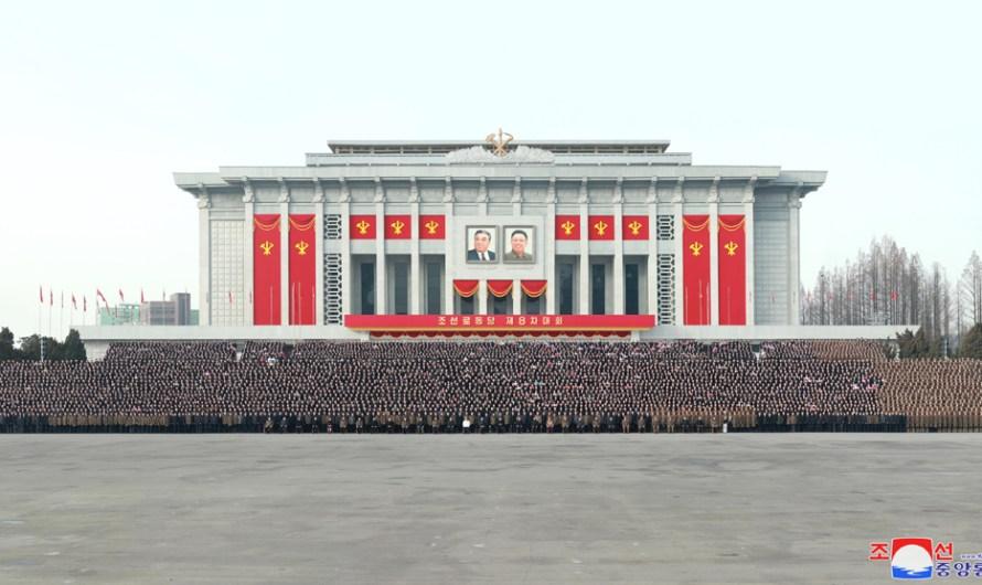 Fotografía conjunta de los delegados junto al Máximo Dirigente