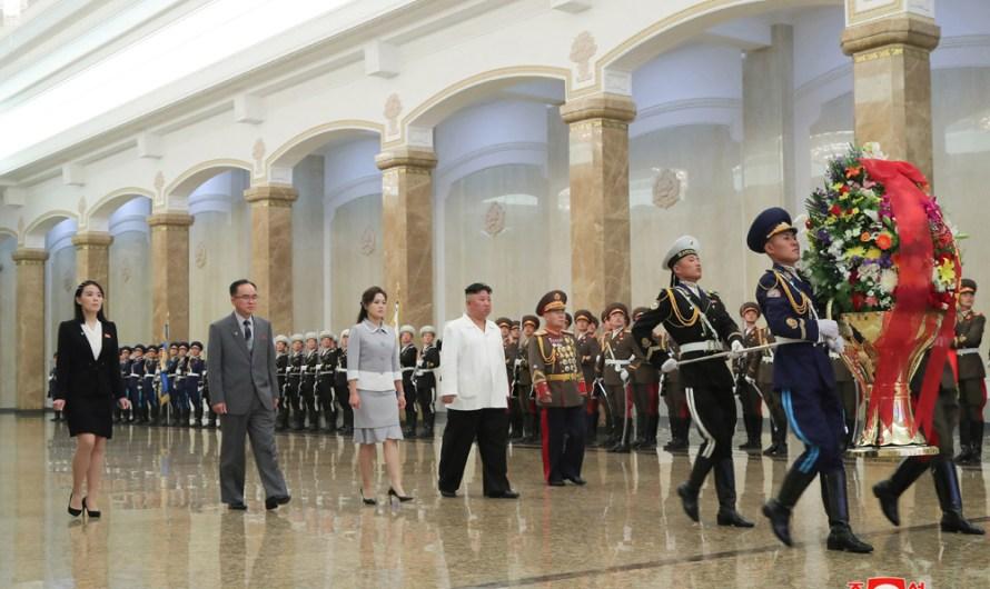 Máximo Dirigente visita el Palacio del Sol Kumsusan