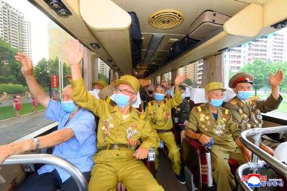 Llegan a Pyongyang los participantes en VII conferencia nacional de veteranos