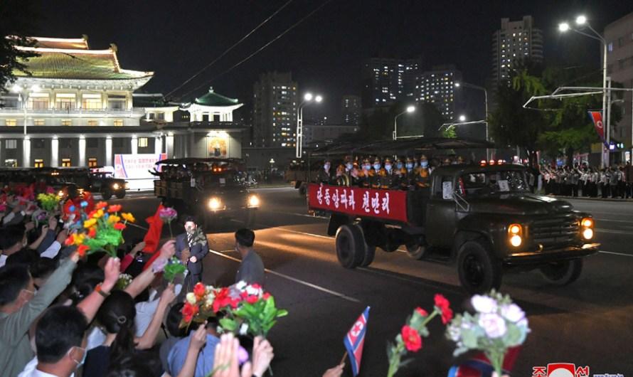 Desfile por el 73º aniversario de la fundación de la RPDC.