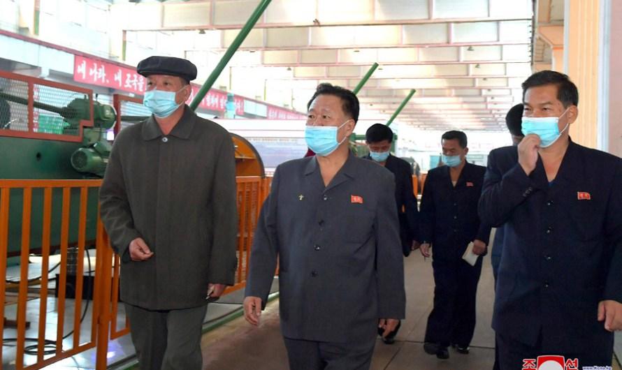 Choe Ryong Hae visita sitios industriales en la capital.