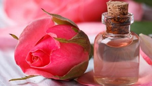 Rose Water Benefits for Skin, Eyes and Beauty