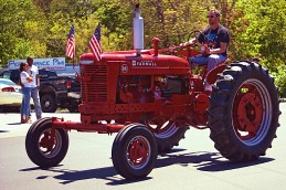 This McCormick Farmall International Haverester was one of several older tractors that turned out of the parade...they helped me reflect on the fact that a great number of the fallen that we were memorializing on Monday came from the rural, crop producing areas of our great nation. Please, remember to thank a farmer!