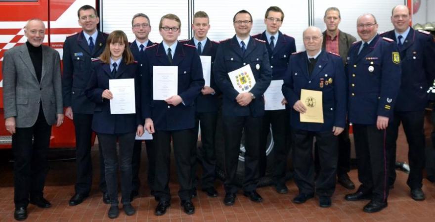 Heinrich Grünhagen für 60-jährige Mitgliedschaft in der Feuerwehr geehrt - Jahreshauptversammlung der Feuerwehr Beckedorf