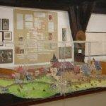Raum 8: Stammtafel der Grafen von Helfenstein und ihre Stammburg Helfenstein im Modell