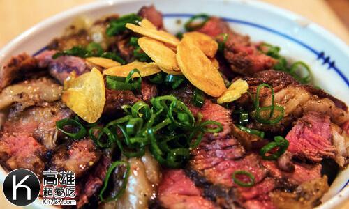 《初肉》安格斯沙朗牛排丼搭配黃金蒜片