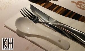 《赤鬼炙燒牛排》特製的餐具,刀子非常鋒利,還有刻赤鬼兩個字!