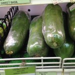 野菜として売られているパパイヤ