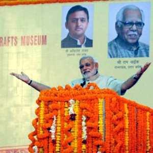 वाराणसी में व्यापार सुविधा केंद्र आ शिल्प संग्रहालय के शिलान्यास का मौका पर संबोधन करत पीएम मोदी