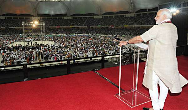 The Prime Minister, Shri Narendra Modi addressing the gathering at the Indian Community Reception, in Dubai Cricket stadium, UAE on August 17, 2015.