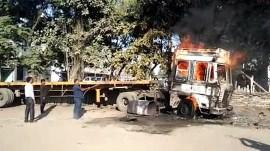 સુરતના હજીરા વિસ્તારમાં ટ્રકમાં લાગી આગ, 2 લોકો ગંભીર રીતે ઈજાગ્રસ્ત, જુઓ વીડિયો