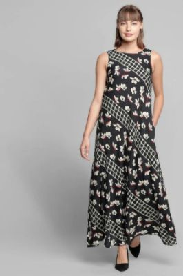 Black Floral Round Neck Fit And Flare Sleeveless Gown