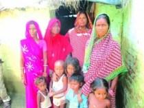 भूमिहीन परिवार के महिला अउर बच्चा