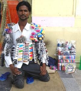 08-07-15 Mano Lucknow - Viklang Vendor web