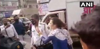 Police beat up policeman for not wearing helmet,