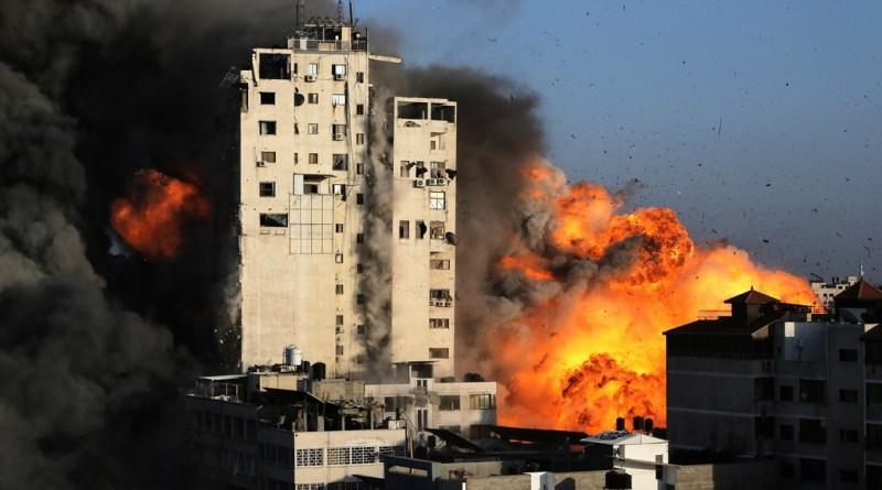 تدمير برج الشروق في غزة بقصف من الطائرات الإسرائيلية .. بالفيديو