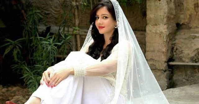 Rabi Pirzada Announces to Leave Showbiz Industry over Leaked Content