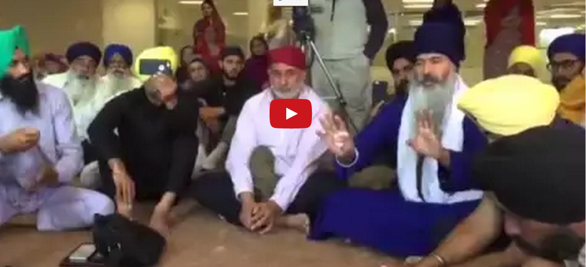 Must Watch Chaos Inside Gurdwara After Taksali Singh Asks Prof Dhunda Question