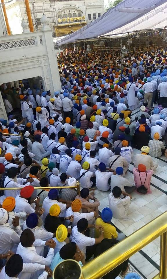 1000s of Sikhs have gathered @ Darbar Sahib to remember the attack 31 years ago 3