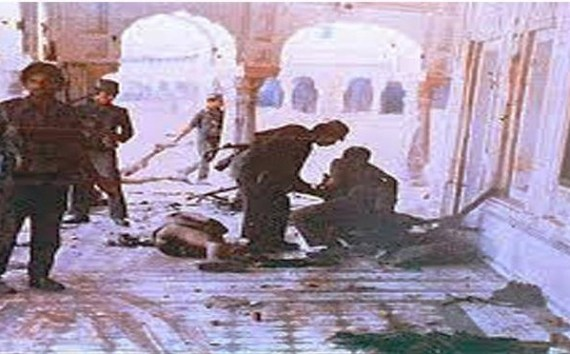 8 June 1984 ; Medical workers in Amritsar; they gave food or water to sikh pilgrims wounded in the attack and lying in the Hospital