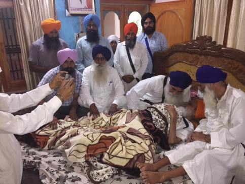 Sikh sangat from far and near are coming to visit Bapu Surat Singh Khalsa. 5