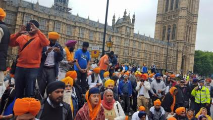 Sikhs locked off London outside parliament 1