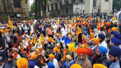 Sikhs locked off London outside parliament 2
