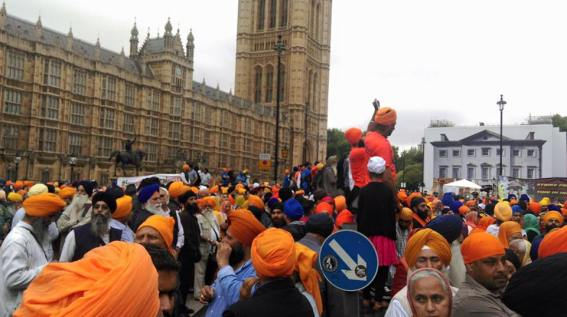 Sikhs locked off London outside parliament 7